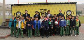 ÇAMLICA ÖĞRENCİLERİNDEN EVKUR YENİ MALATYASPOR'A ZİYARET